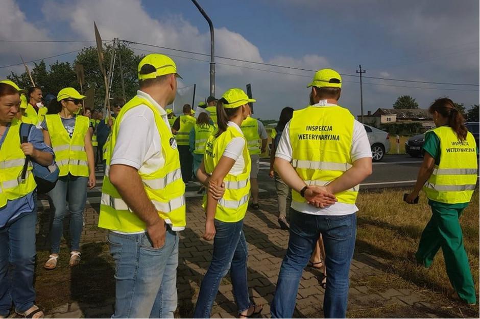 Blokada drogi krajowej nr 25 w Wielkopolsce Fot. OZZPIW