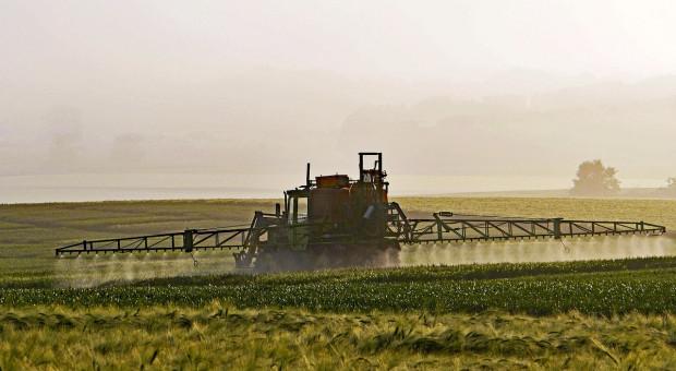 USA prawie nie zakazują środków ochrony roślin