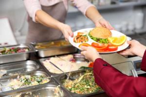 Ardanowski: Przywracamy stołówki powiązane z kuchnią