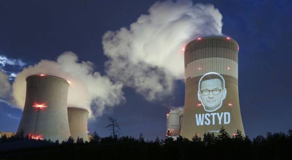 Twarz premiera na kominie Elektrowni Bełchatów