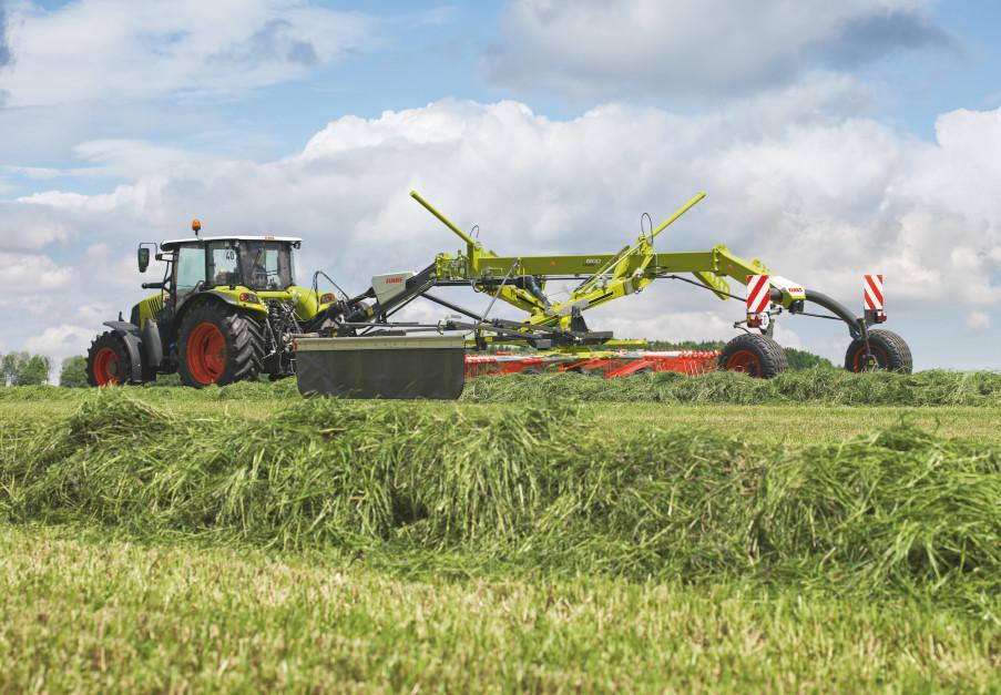 Każdy z wirników zgrabiarki Claas Liner może być oparty na 6-kołowym zawieszeniu gwarantującym bardzo dobre kopiowanie terenu