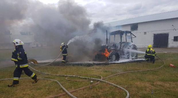 W gospodarstwie spłonął traktor