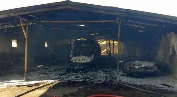 Hala i kilkanaście samochodów spłonęły w zakładach mięsnych pod Wolsztynem