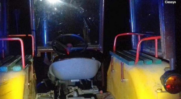 Pijany traktorzysta z zakazem prowadzenia i pięcioma pasażerami