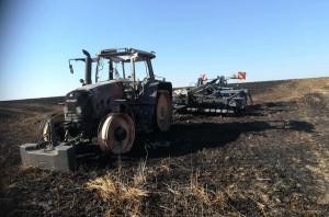 Kierowca Fendta musiał salwować się ucieczką Foto: OSP Śmigiel