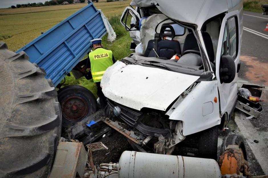 Obaj kierowcy w wyniku obrażeń trafili do szpitala, zdjęcia: Policja