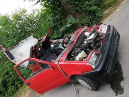 W Wielkopolsce fiat zawadził o sprzęt uprawowy zaczepiony do ciągnika, fot: OSP Mieścisko