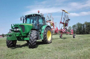 Drugi traktor to JD 6320, Foto: Właściciel