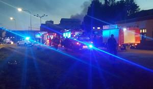 Z ogniem przez kilka godzin walczyło kilkadziesiąt zastępów straży pożarnej.