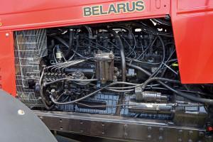 Obydwa ciągniki napędza 6-cylindrowy, turbodoładowany silnik MMZ D-260.2S2. Ma on dobrą charakterystykę i żwawo wkręca się na obroty