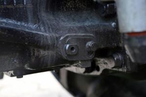 Ciągniki oferują dwie prędkości WOM: 540 i 1000 obr./min, jednak zmiana prędkości nie odbywa się za pomocą dźwigni w kabinie, lecz poprzez zmianę położenia dźwigni umiejscowionej pod kabiną ciągnika i wymianę końcówki wałka