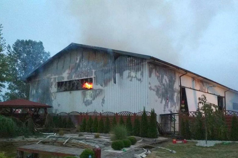 Magazyn pełen ziół płonął w miniony weekend pod Pińczowem, zdjęcia: PSP Pińczów
