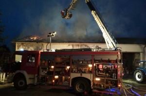 Strażacy walczyli z pożarem przez całą noc