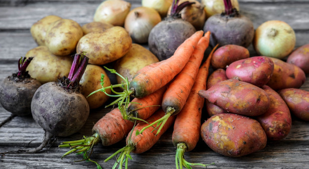 GUS: W okresie styczeń-lipiec staniały m.in. owoce, zdrożały warzywa