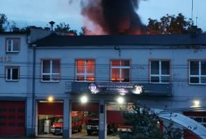 Kurnik palił się tuż za remizą OSP w Brzezinach, zdjęcia: Brzeziny bez cenzury