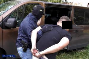 Zatrzymano mężczyznę, który czuwał nad produkcja narkotyku, zdjęcia: CBOŚP