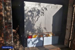 Potężny agregat prądotwórczy zajmował część stodoły