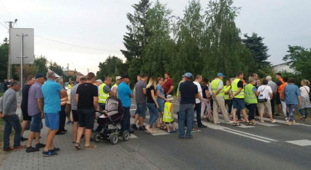 Mieszkańcy wsi pod Zwoleniem protestują przeciw planom przebudowy DK79