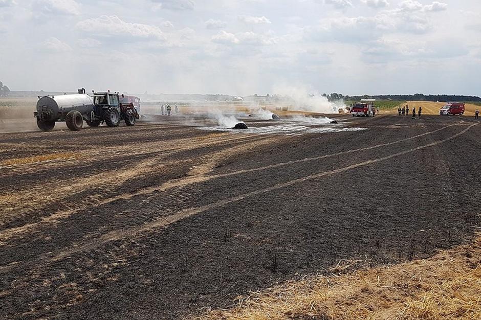 W Komornikach strażakom w gaszeniu pomagali rolnicy,   Foto: OSP Komorniki