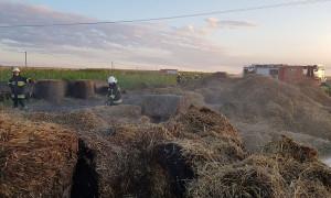 Sterta słomy poszła z dymem na polu w miejscowości Gazomia Nowa, w gminie Moszczenica, Foto: OSP Wolbórz