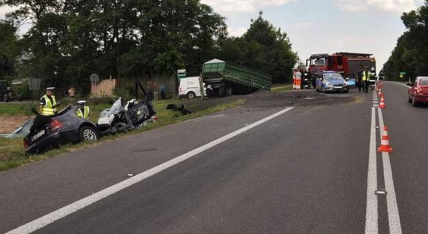 Pod Zamościem samochód zderzył się z ciągnikiem, kierowca auta nie przeżył