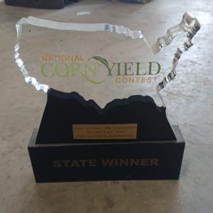 Statuetka za wygraną w konkursie stanowym – najlepszy plon kukurydzy w 2017 roku w Teksasie, w kategorii strip till/no till, bez nawadniania