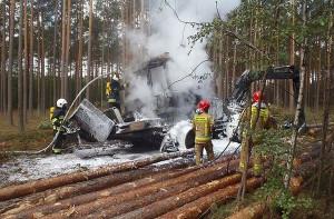 Wielooperacyjna maszyna leśna spłonęła również pod Złotowem w Wielkopolsce, fot. KP PSP Złotów