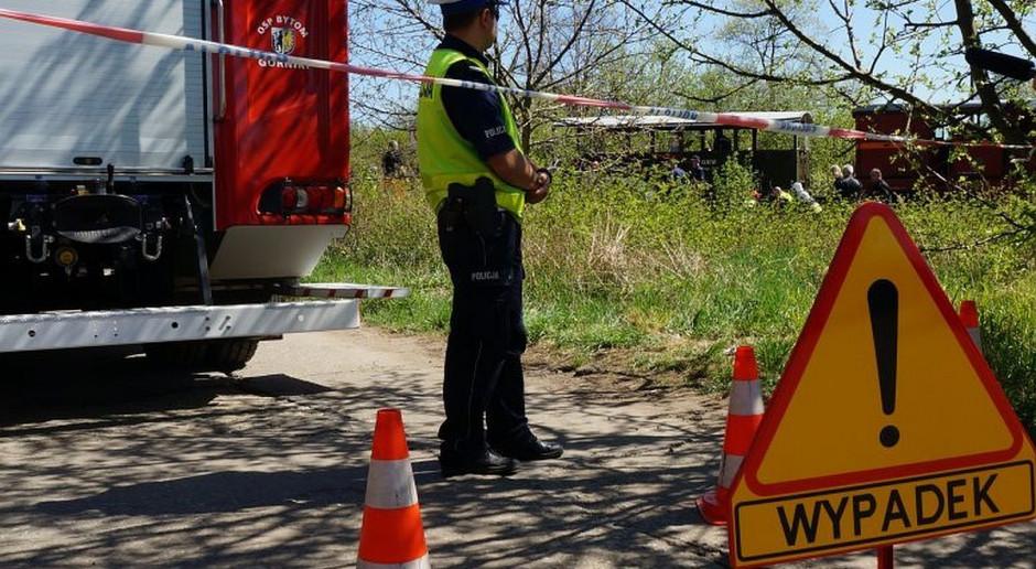 Samochód na polnej drodze przejechał leżącego mężczyznę