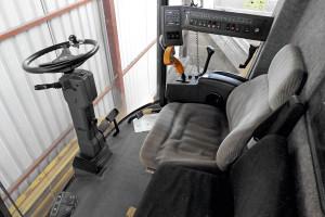 """Charakterystyczne kabiny kombajnów New Holland TX z potężną, giętą szybą """"przednio-boczną"""" TX 66 oferują dobry komfort i niski poziom hałasu (75 dB)"""