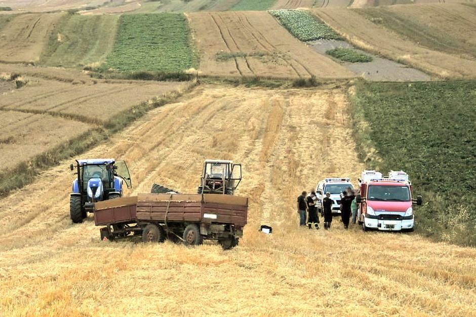 Do wypadku doszło na stromo nachylonym polu, w jednym z gospodarstw w gminie Szczebrzeszyn, Foto: Policja
