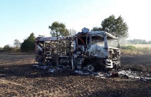 Niespełna dwuletni samochód pożarniczy spłonął doszczętnie,  Foto: OSP Złotnik