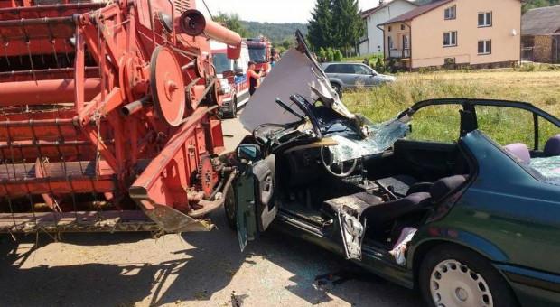 Samochód najechał na heder kombajnu