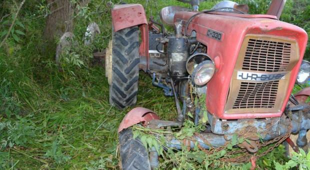 Rolnik zginął pod traktorem podczas sianokosów