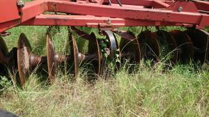 Maszyna ta używana jest bardzo sporadycznie, jak chociażby w tym roku, gdzie musi wyrównać koleiny powstałe w wyniku obfitych opadów w okresie żniw