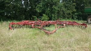 Brona talerzowa nie posiadała żadnego wału, a jej konstrukcja zawieszona była na kołach