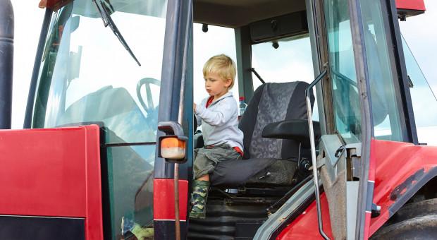 Szefowa MRPiPS apeluje do rodziców o zapewnienie dzieciom bezpieczeństwa podczas prac rolnych