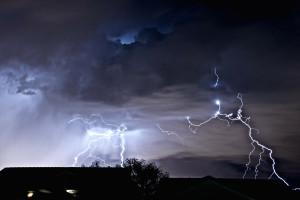 W nocy przelotne opady deszczu, temperatura od 5 do 11 st. C