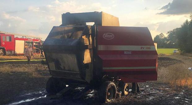 Płonęły prasa rolnicza, słoma i ściernisko