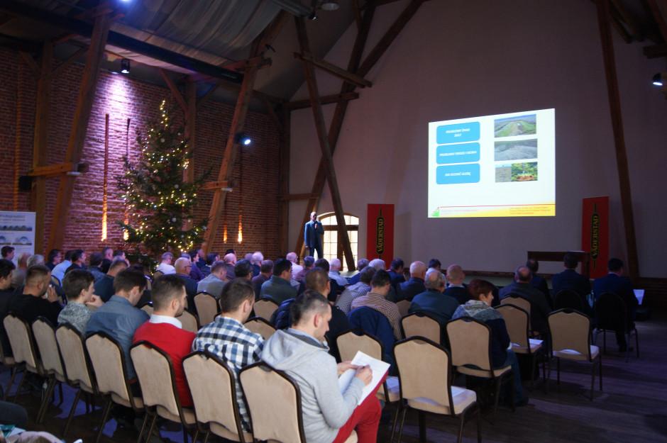 Podczas cyklicznych konferencji organizowanych przez Väderstad przedstawiane są wyniki doświadczeń, których celem jest m.in. stymulacja rozwoju roślin i zwiększanie plonów.