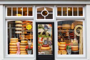 Minister przedstawia czarną listę importerów sera