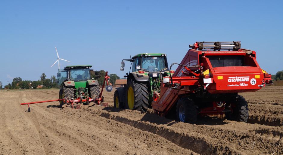 Pokazy odkamieniania, sadzenia i redlenia ziemniaków w Siemiątkach