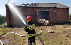 W Głazowie pod Sandomierzem strażacy gasili pożar murowanej stodoły, Foto: KP PSP Sandomierz