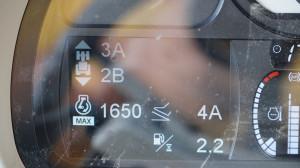 Włączony tryb automatyczny – po przekroczeniu ustawionych obrotów silnika przekładnia zmienia biegi na wyższe