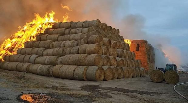 Wielki pożar słomy w Jordanowie Śląskim. Straty w milionach
