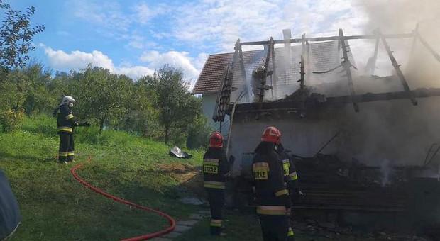 Pożary budynków na Sądecczyźnie. Pod zawalonym stropem zginął człowiek