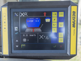 Bednar 10 – Sterowanie siewnika Omega może być obsługiwane za pomocą terminala Isobus. Jeśli ciągnik nie obsługuje go, wtedy można zastosować dwa rodzaje monitorów: prostszy Basic oraz bardziej zaawansowany z ekranem dotykowym CCi. W tym drugim przypadku możliwe jest zastosowanie zmiennej normy wysiewu według map glebowych