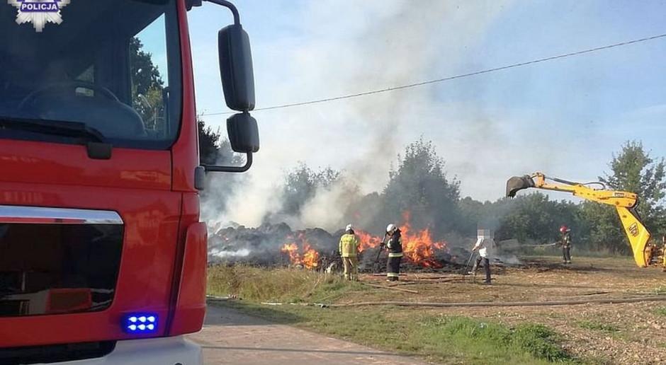 Spłonęły dwie sterty słomy. Policja wyjaśnia przyczyny