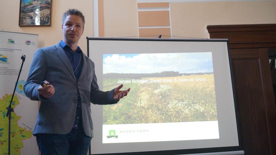 Dr Jeroen Scheper zauważył, że intensyfikacja rolnictwa powoduje poważne negatywne skutki dla różnorodności biologicznej i środowiska.