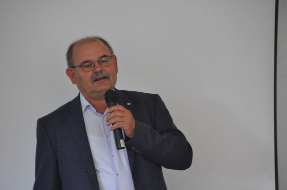 Prof. Tadeusz Michalski omawia temat uprawy kukurydzy kiszonkowej w plonie wtórym, fot. W. Konieczny