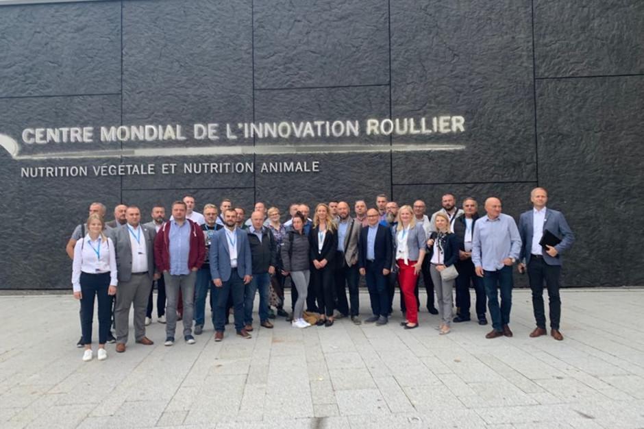 Uczestnicy wyjazdu tuż przez zwiedzaniem CMI (Światowego Centrum Innowacji) Fot. A. Kobus